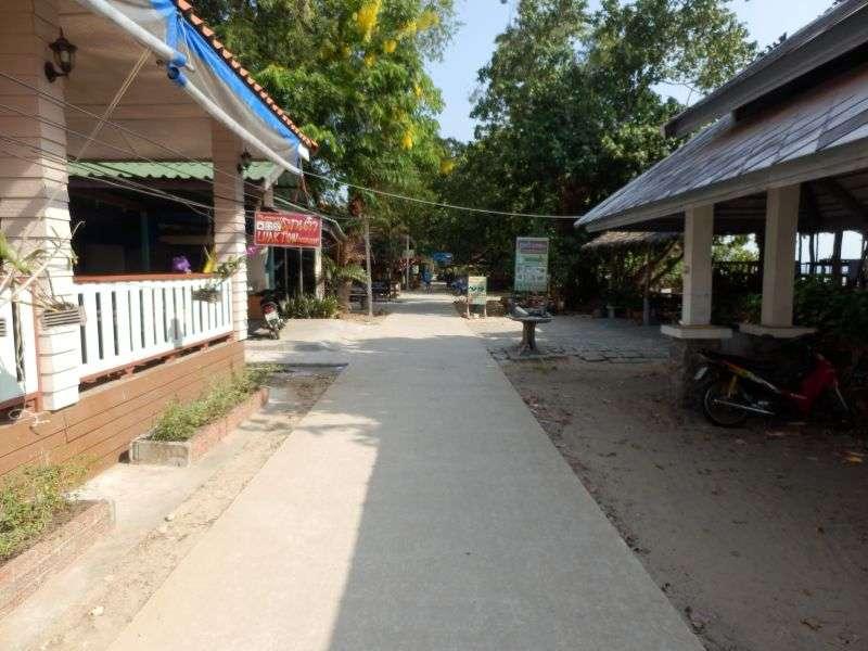 Küstenstraße auf Koh Phayam